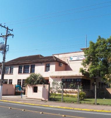 Aulas no Instituto Estadual de Educação Gomes Jardim